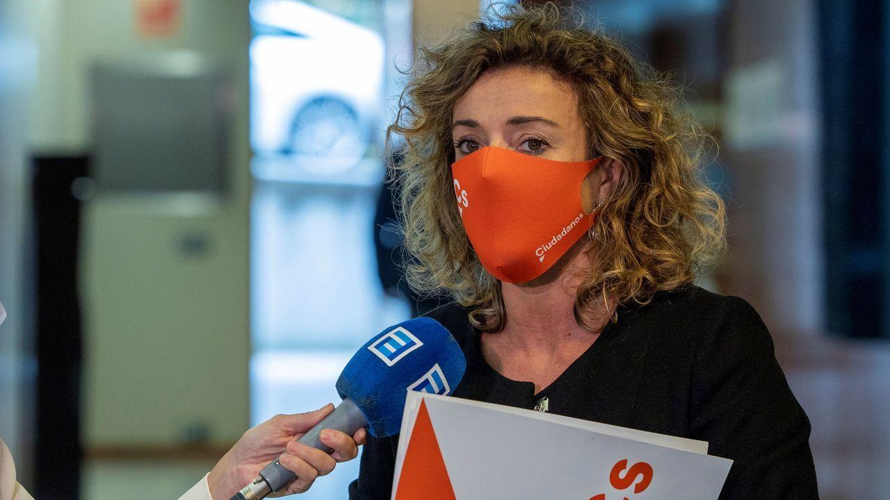 Concentración contra la gestióndel albergue municipal.La portavoz de Ciudadanos en la Junta General, Susana Fernández,
