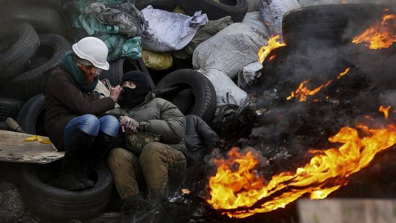 Soldados ucranianos participan en unas maniobras militares en Goncharovskoye, a 150 kilómetros de Kiev.