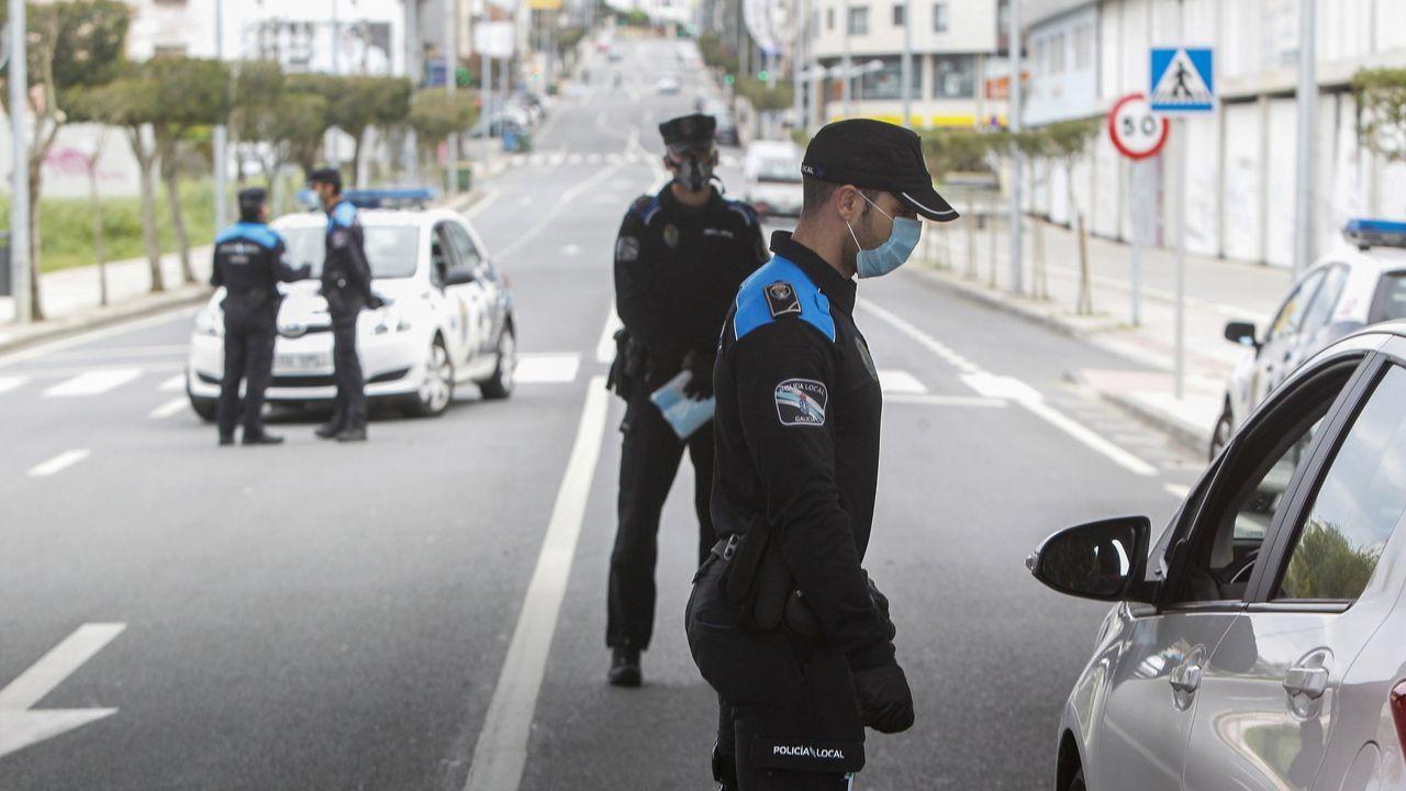 Control de la Policía Local de Narón en Freixeiro, durante el primer estado de alarma