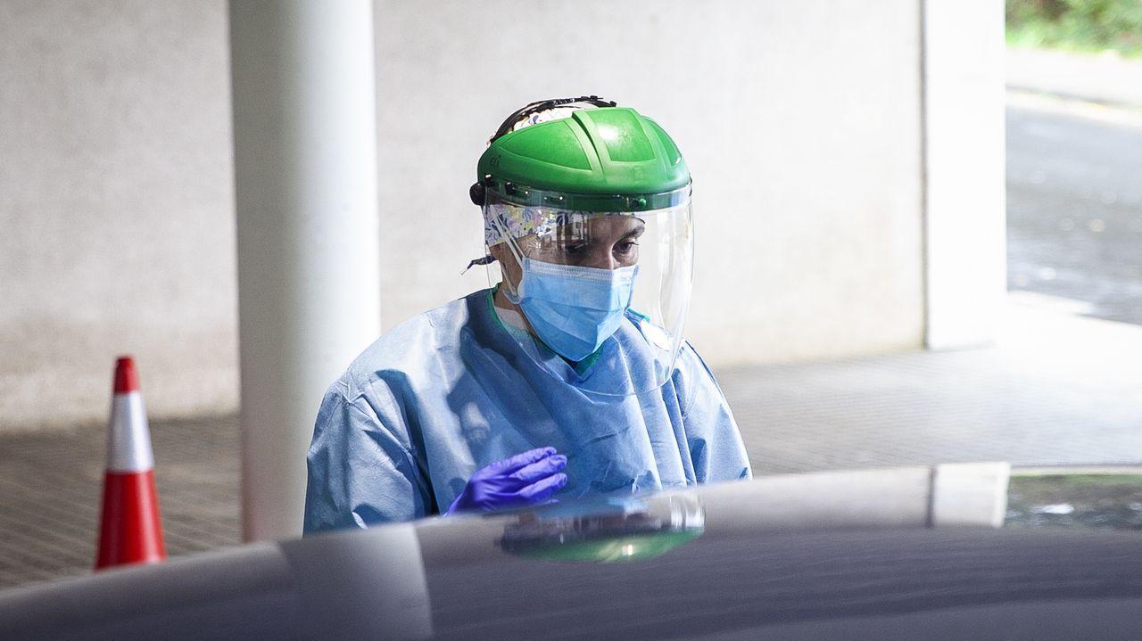 Un Porsche queda destrozado tras embestir a tres jabalíes.Imagen de archivo en el covidauto del hospital de Barbanza