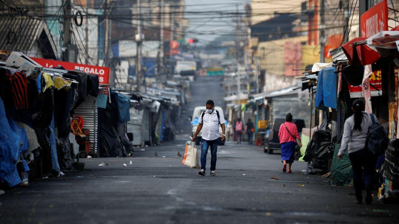 El Salvador ha impuesto un estricto confinamiento que incluye limitar los días para ir a comprar comida o medicinas