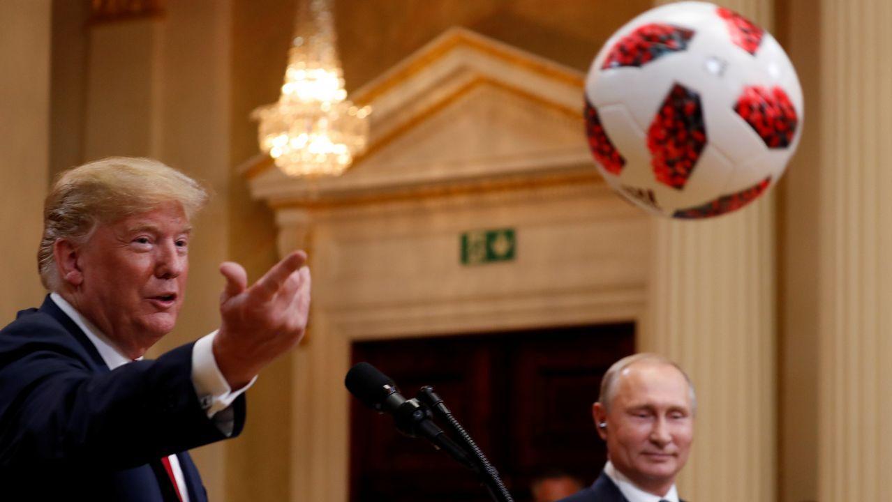 Trump le lanza la pelota a su esposa Melania