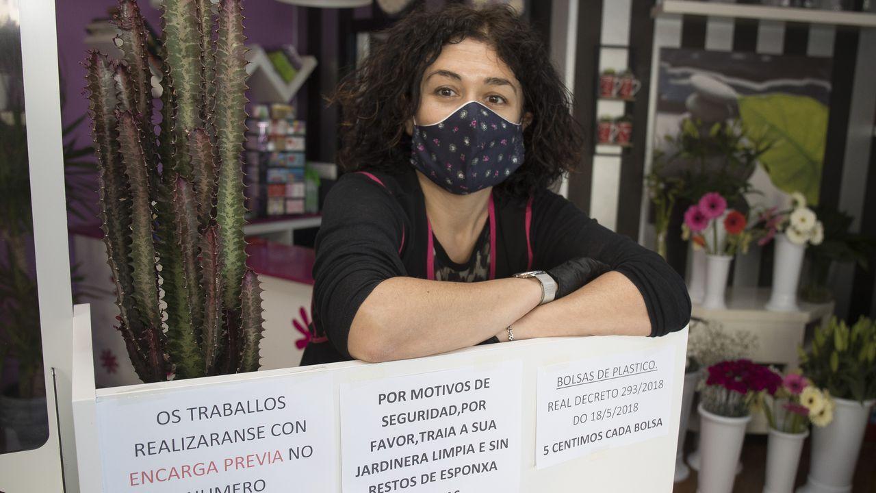 Protección Civil de Malpica repartiendo alimentos