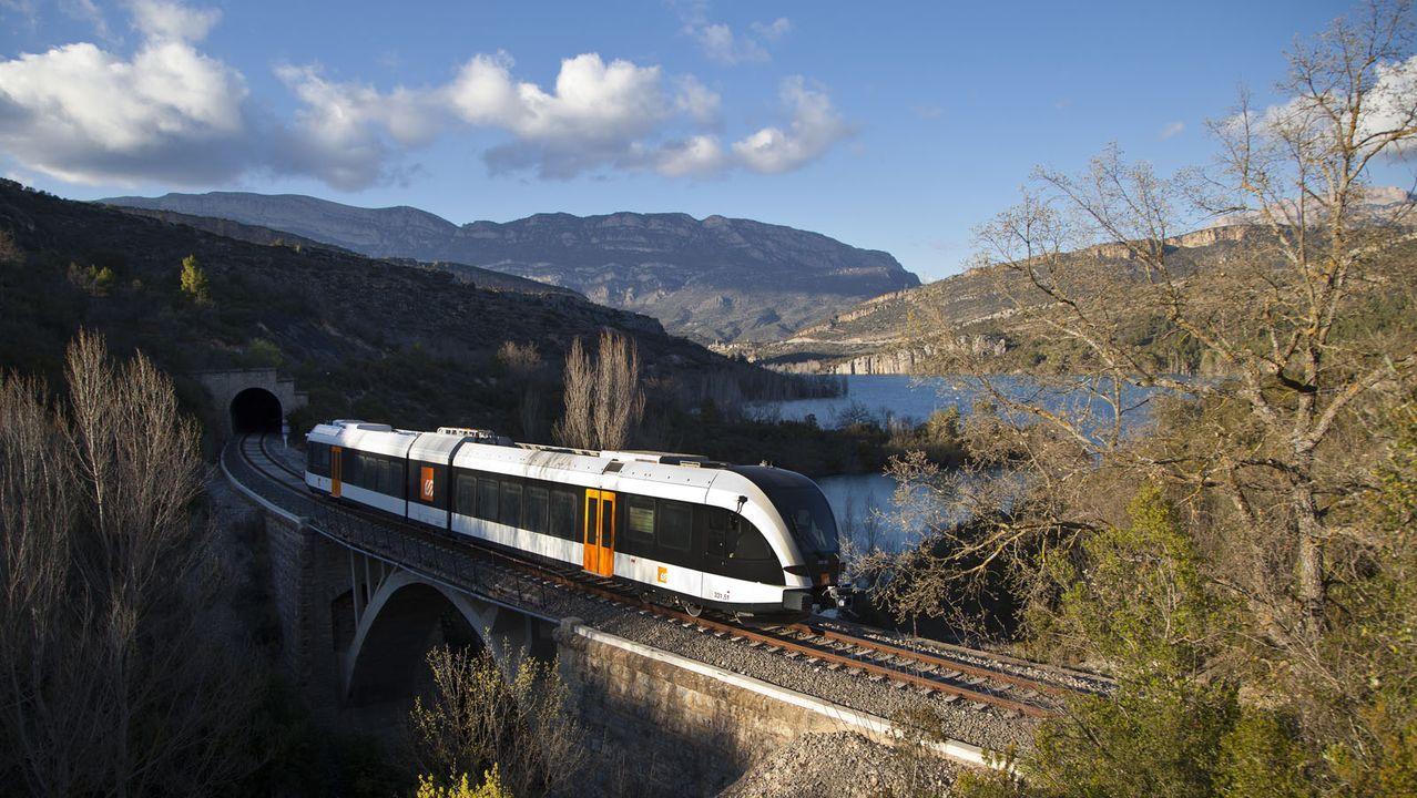 La catenaria en la línea de alta velocidad Santiago-Ourense
