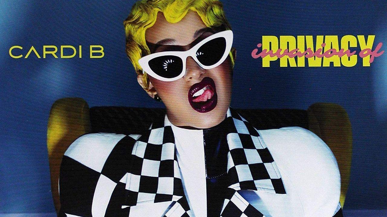 cowan.La rapera Cardi B viste un modelo de Christian Cowan-Sanluis en la portada de su disco «Invasion of Privacy»