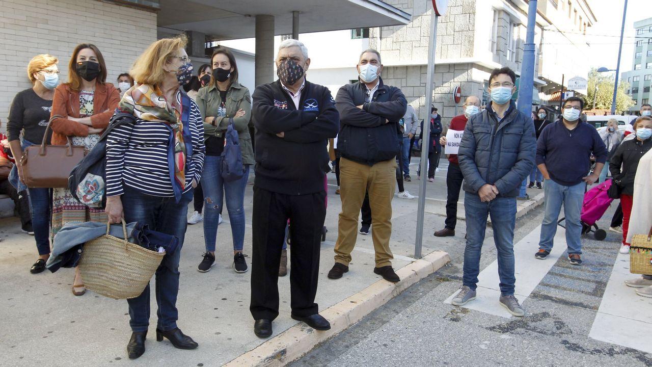 Examenes pruebas MIR en Vigo.Un profesional sanitario trabaja en la uci del Hospital Vall d'Hebron de Barcelona este miércoles