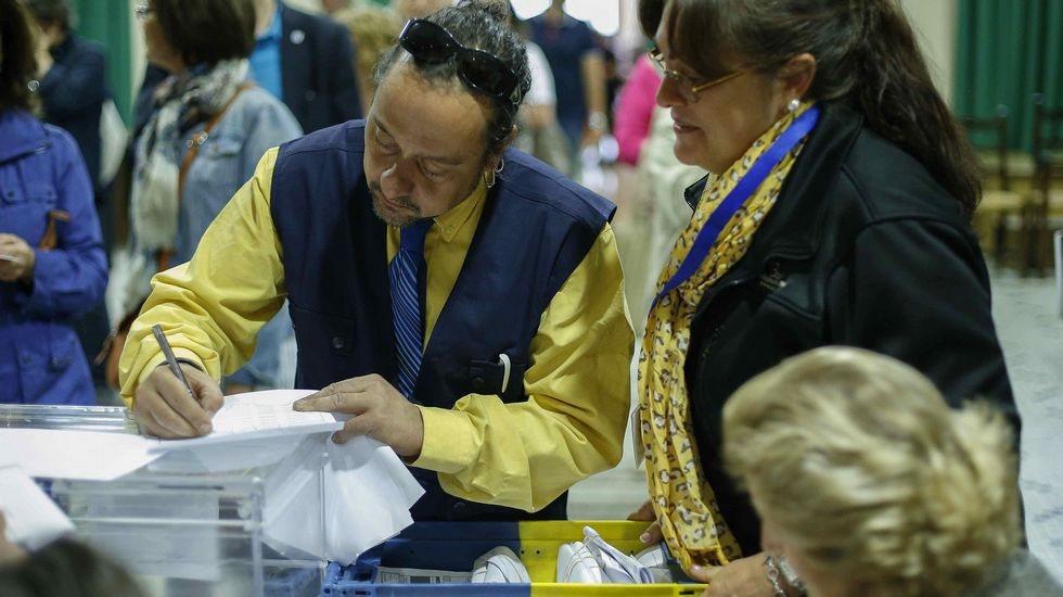 Llegada del voto por correo en el Colegio Sagrado Corazón de Jesús en Madrid.