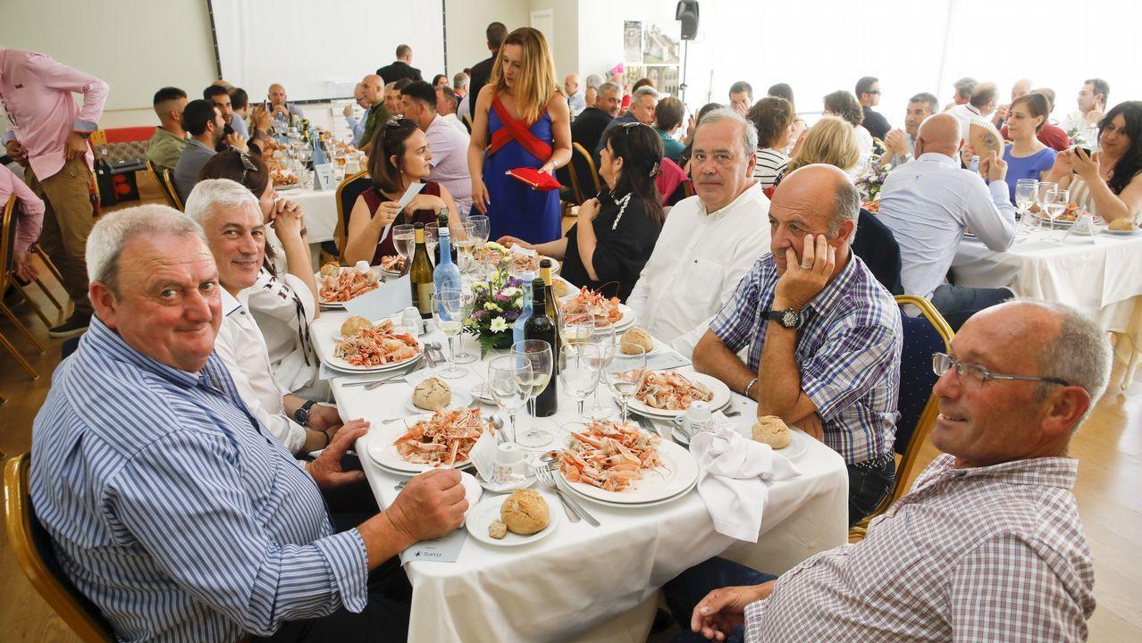 Los funcionarios de la provincia celebran su fiesta.Primera fiesta del barrio de A Tinería