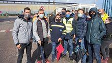 Tiki, Víctor, Jacobo, Félix y Jesús, trabajadores de Aluminio durante las primeras horas de la huelga