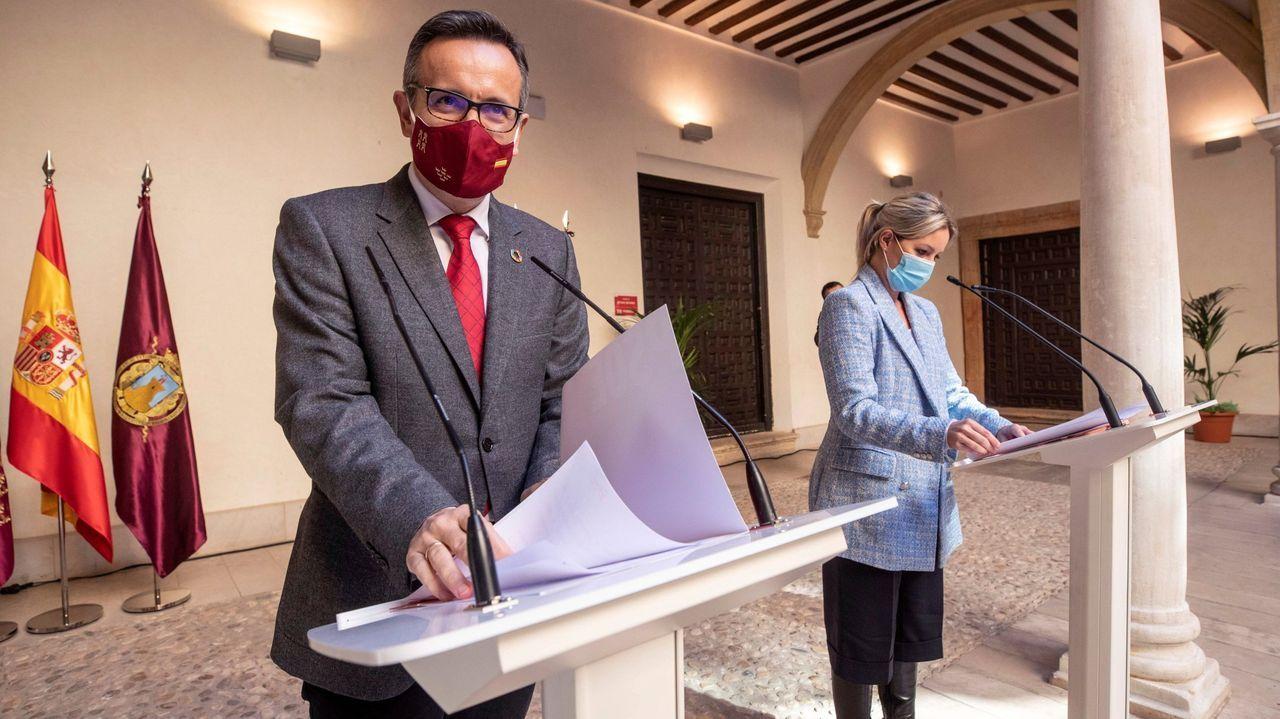 La coordinadora en Murcia de Ciudadanos y candidata a presidir la Comunidad de Murcia Ana Martinez Vidal, junto al secretario general del PSOE en Murcia, Diego Conesa