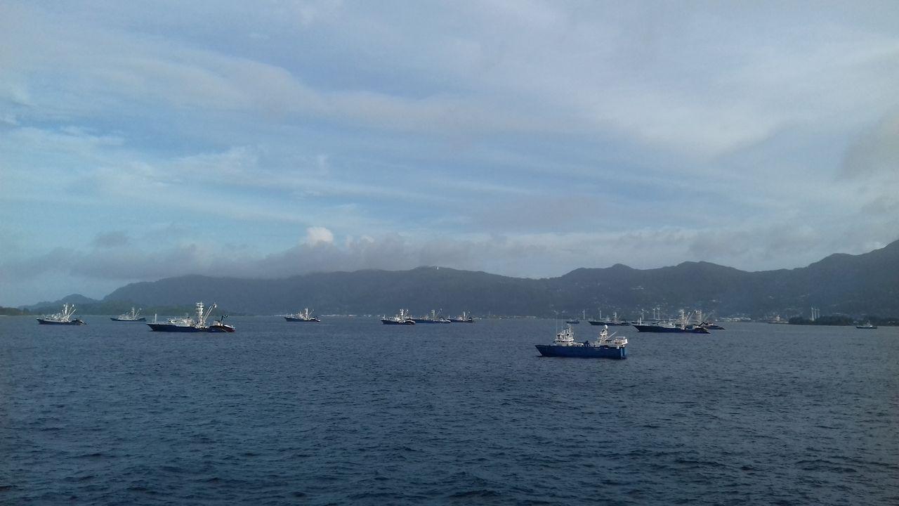Atuneros fondeados en las Seychelles tras supuestos casos de covid-19.Atuneros navegando hacia las Seychelles, en una imagen de archivo