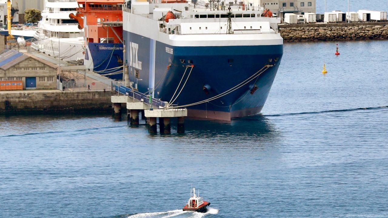 Igual que varios pesqueros gallegos, el mercante Prometheus Leader está paralizado en Vigo tras detectarse en su tripulación los primeros casos de la variante india en España