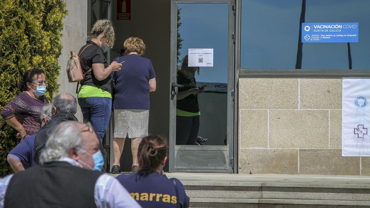 Los trabajadores del sector de la hostelería de A Pobra acudieron el miércoles a realizar un cribado al hospital