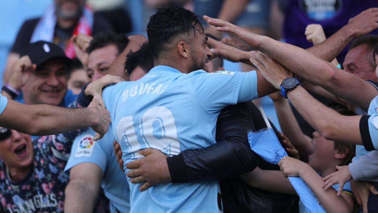 Los jugadores del Zaragoza celebran la permanencia en el Ciudad de Valencia, en el 2011, en el partido que está bajo sospecha