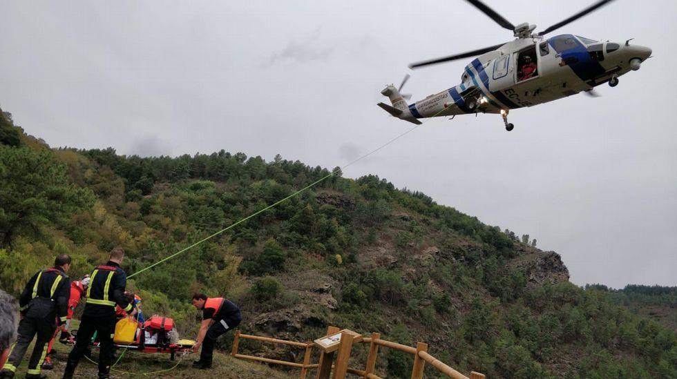 Una senderista fue evacuada en helicóptero tras sufrir una caída
