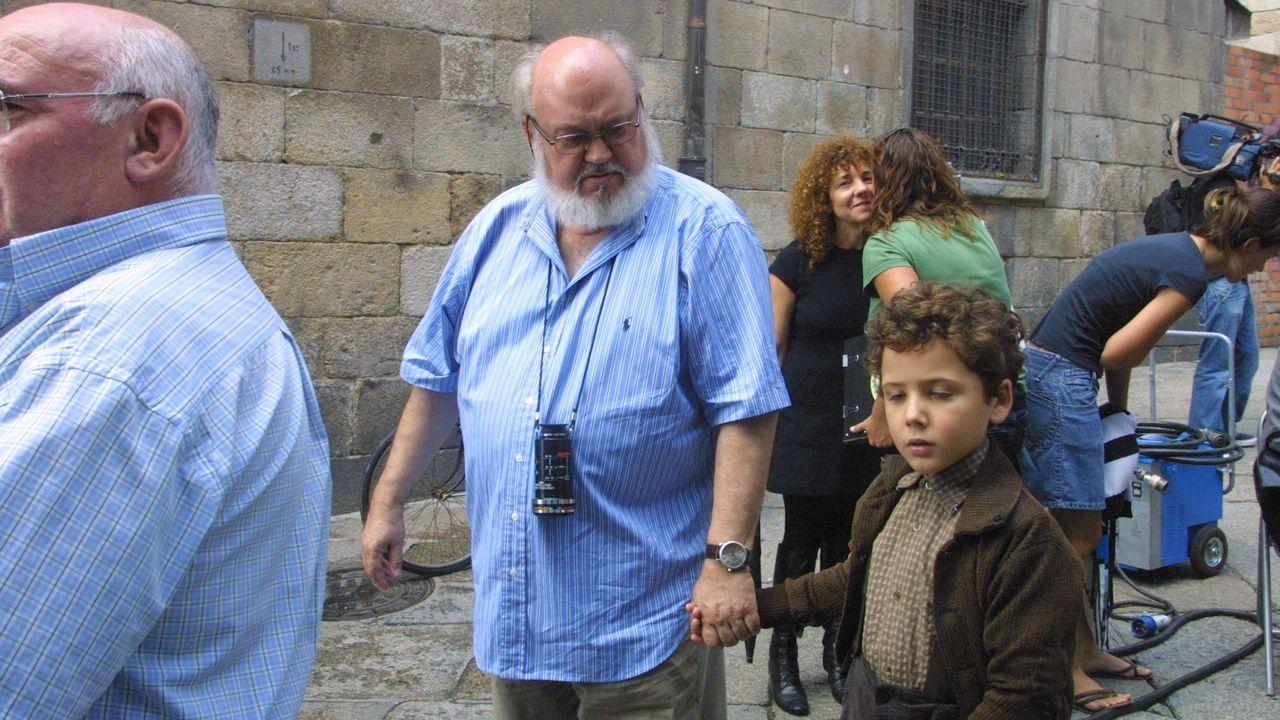 Cuerda, durante un momento del rodaje de «Los girasoles ciegos» en la calle Hernán Cortés de Ourense.