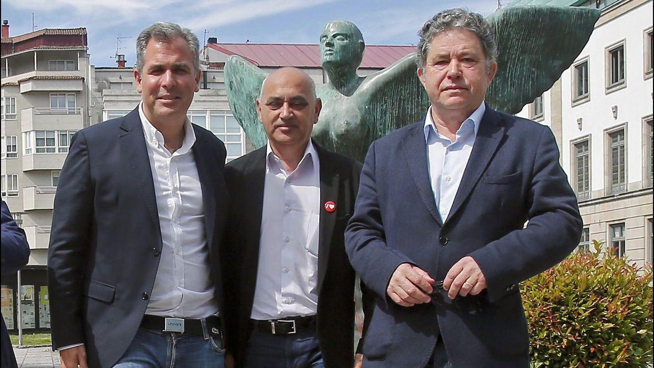 José Tomé en el centro, junto a Gloria Prada (que seguirá siendo teniente de alcalde) y el concejal Iván Torres, que también continuará en el nuevo grupo municipal de gobierno