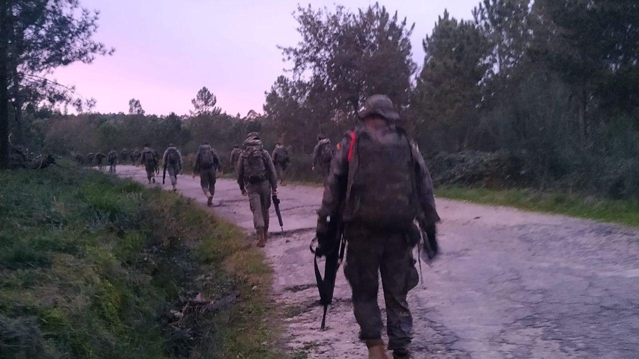 Así entrena la Brilat de Pontevedra.El Cuartel General realiza una marcha de endurecimiento por las sendas del parque forestal de A Fracha