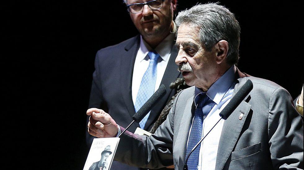 El presidente de Cantabria, Miguel Ángel Revilla, durante su intervención tras entregar el Premio Nacional de Música 'Tino Casal'
