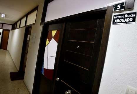 Inauguración de la comisaría de Vigo.El despacho del abogado vigués Gustavo García permanecía ayer cerrado.