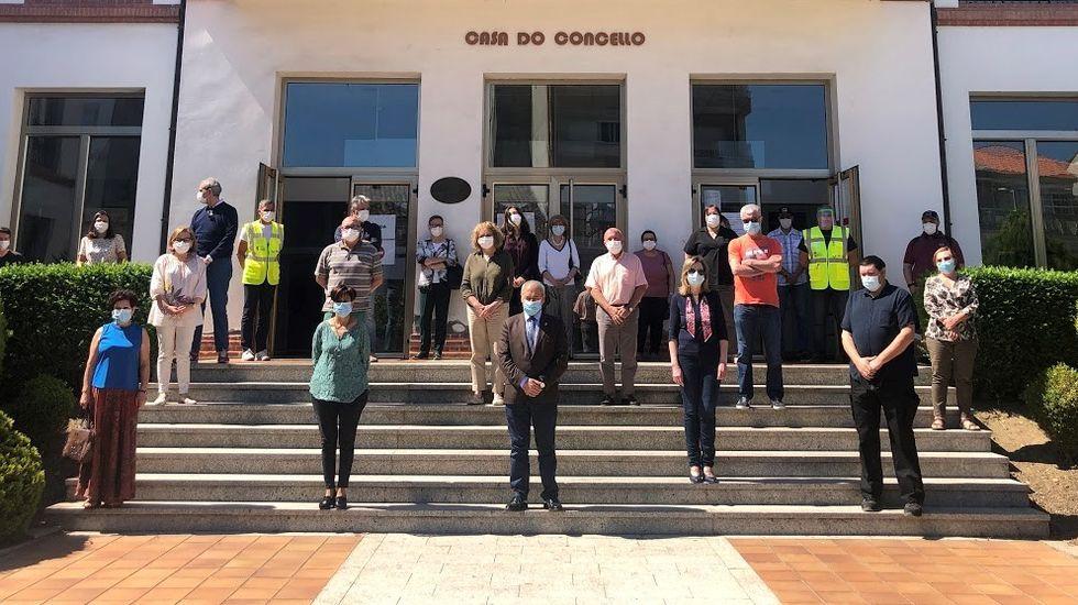 El alcalde, concejales de todos los partidos y trabajadores municipales su sumaron al homenaje a las víctimas en Monforte