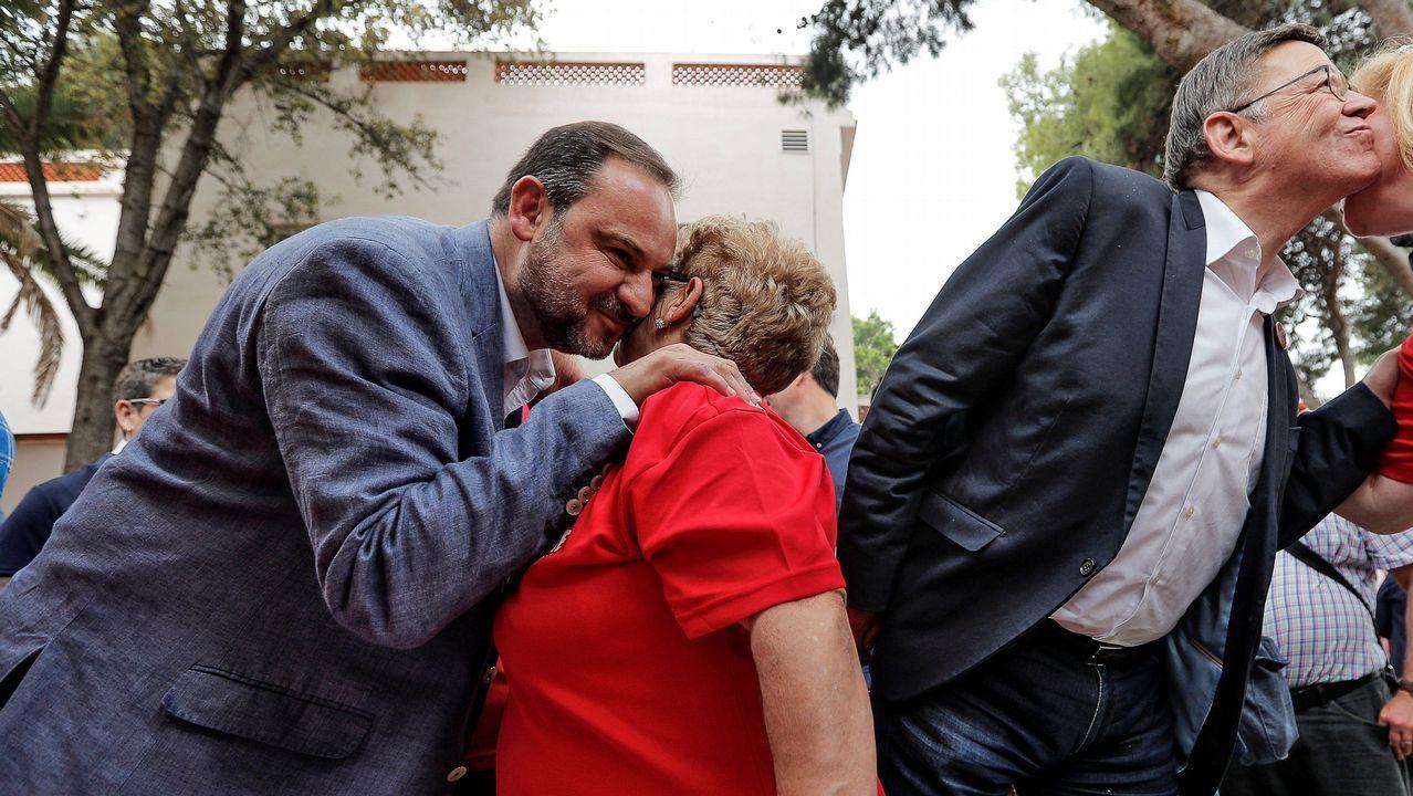 PP y PSOE suben el tono de sus acusaciones.Desde la derecha, Carme Prado, Vicente Gutiérrez Solís, Gerardo Iglesias, Fausto Sánchez García y el abogado Alberto Suárez