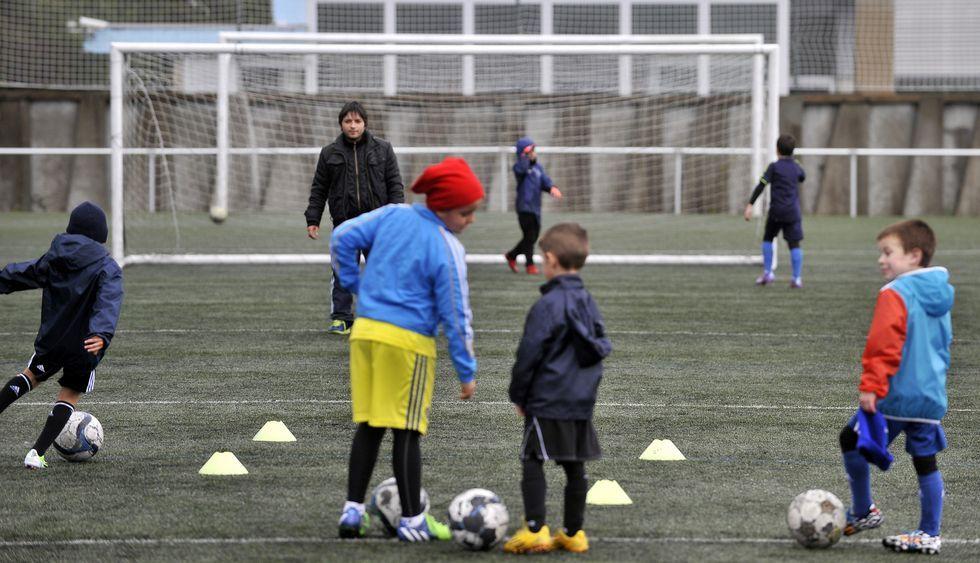Un entrenamiento de los más pequeños celebrado esta semana en el campo del C.D. Cariño.