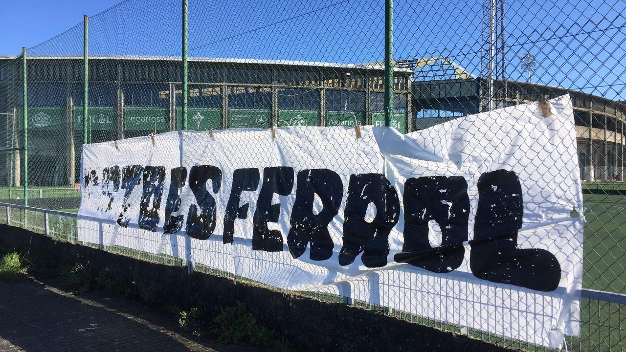 Las imágenes del derbi en A Malata.Rubén de la Barrera en la ciudad deportiva de Abegondo
