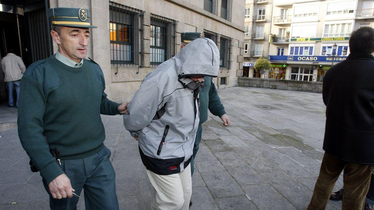 Concentración en el Obelisco pidiendo que se esclarezcael asesinato de Diego Bello en Filipinas.Imagen del interior de los juzgados de A Coruña