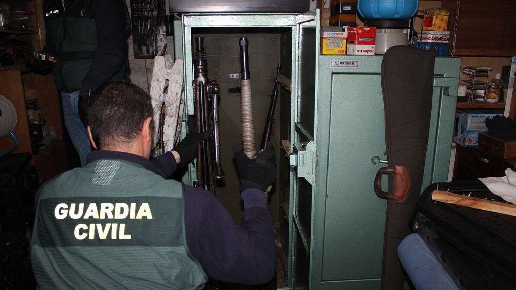 Los primeros que tienen que dar ejemplo.Imagen de archivo de un coche de la Policía Local de Vigo
