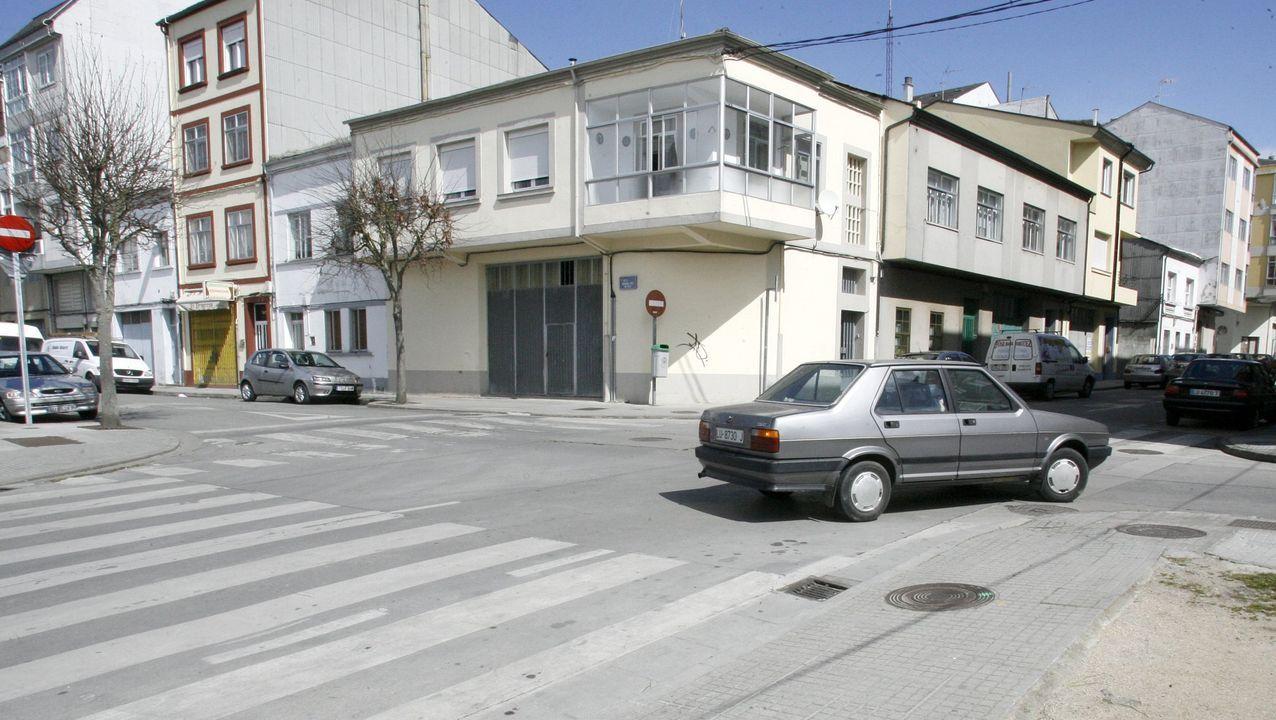 Cruce de la Rúa do Concello con Serra de Outes
