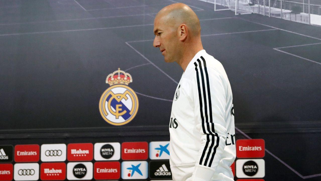 Zidane, sobre Bale: «No te puedo decir que un jugador es un problema».Zidane da instrucciones a Marcelo durante el partido contra el Atlético de Madrid