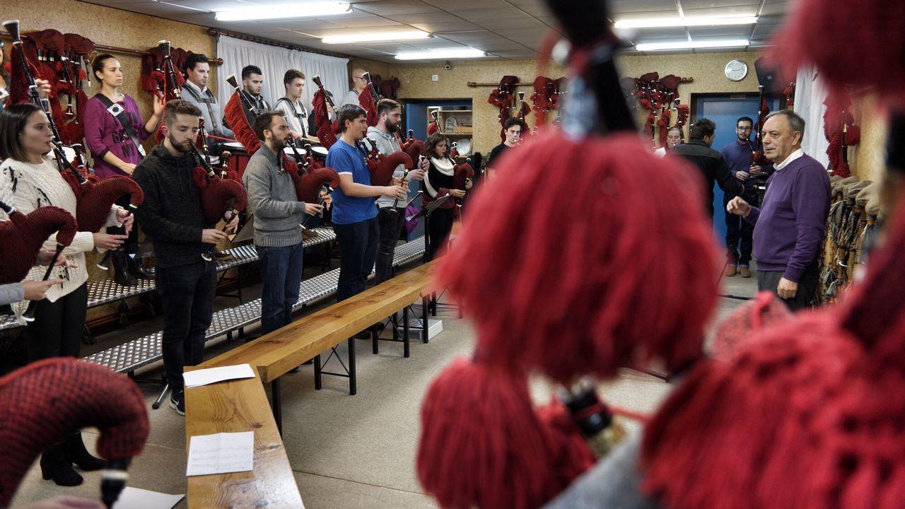 A Real banda de Gaitas da Deputación ensaia para a súa viaxe á Arxentina