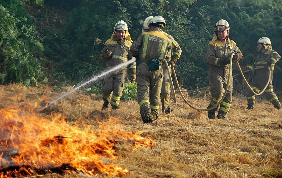 Un incendio en Sober que se produjo esta semana en un prado de hierba debido a un tractor.