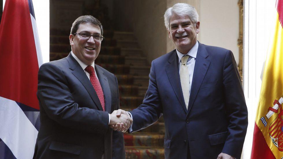 El ministro de Exteriores, Alfonso Dastis, junto a su homólogo cubano, Bruno Rodríguez, con quien ha mantenido una reunión este lunes en Madrid