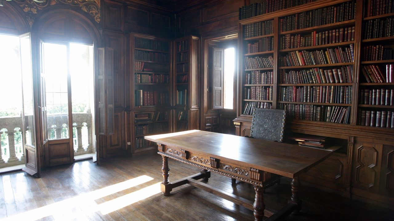 Biblioteca de Emilia Pardo Bazán dentro de Meirás