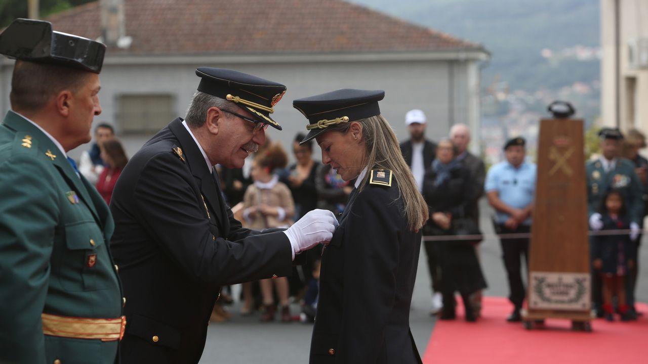 ACTO INSTITUCIONAL CASTRENSE DEL DÍA DEL PILAR.La intendente jefa de la Policía Local de Ourense, María Barrera, también tuvo la cruz de la Guardia Civil