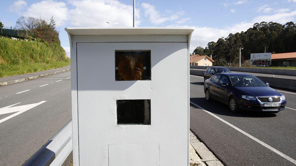 Chequeo a la refoma de la rúa Castrón Douro.Un radar en una carretera