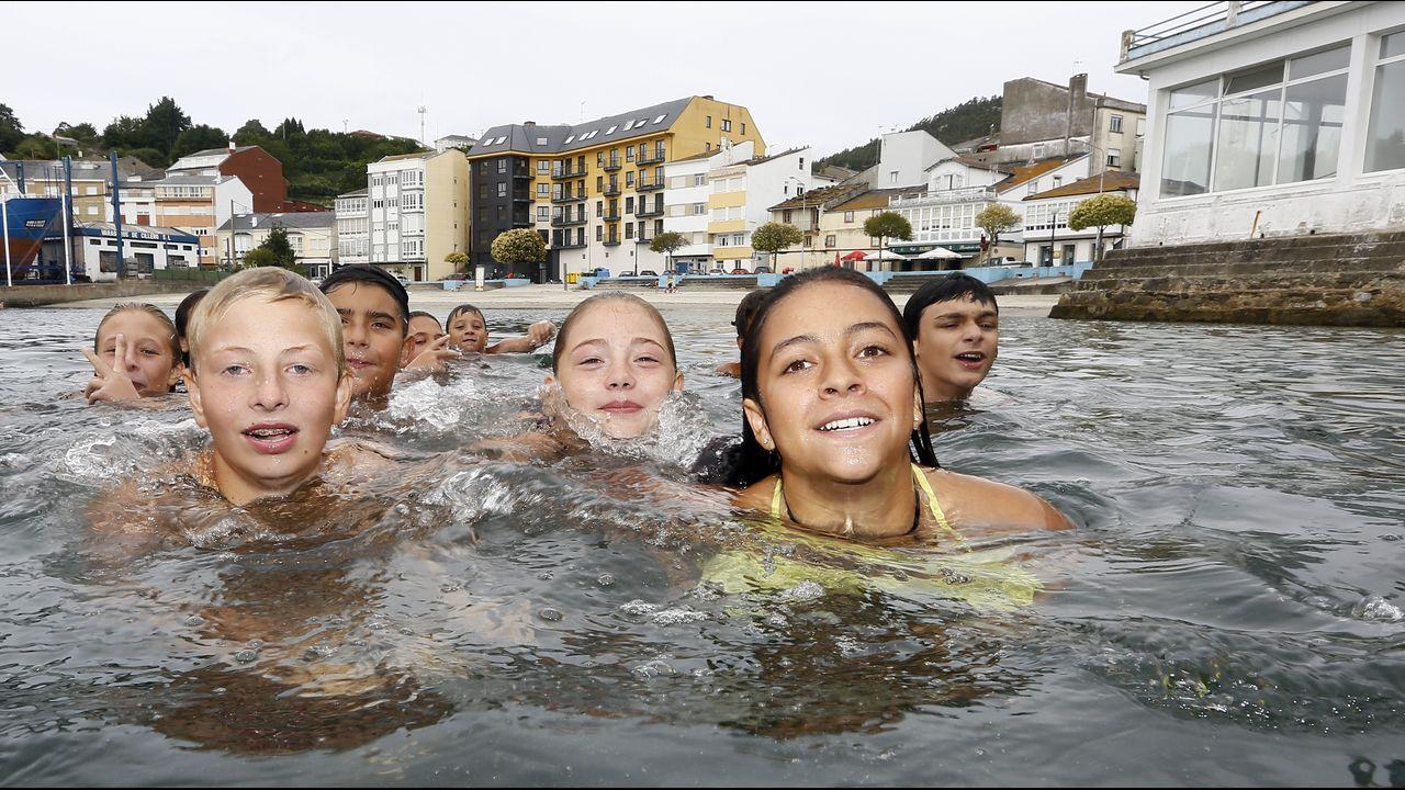 Así se encontraron los bañistas el arenal de Riazor.Jesús Calleja