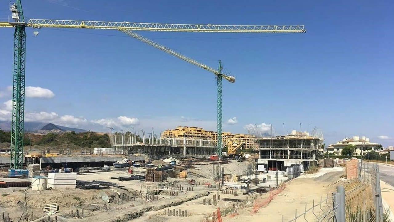 El adiós en imágenesal empresario Manuel Jove.Imagen virtual del proyecto distruibuido en dos bloques con pisos que se venderán desde 255.000