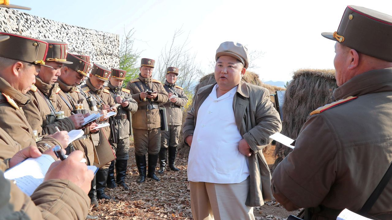 Kim Jong Un en una imagen suministrada por la agencia norcoreana de noticias y fechada a día 10 de abril, y cuya vericidad no ha podido ser contrastada