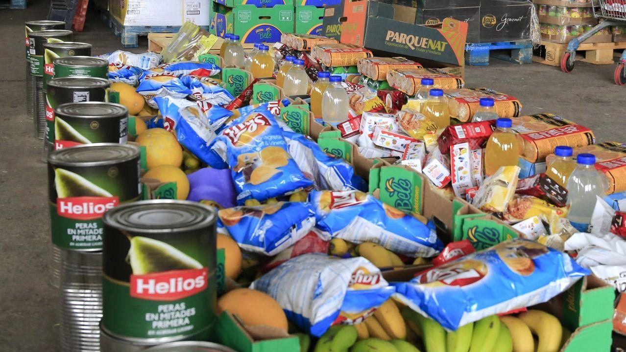 banco.Voluntarios del Banco de Alimentos de Asturias trabajan en el almacén que tienen en el polígono de Argame en Oviedo