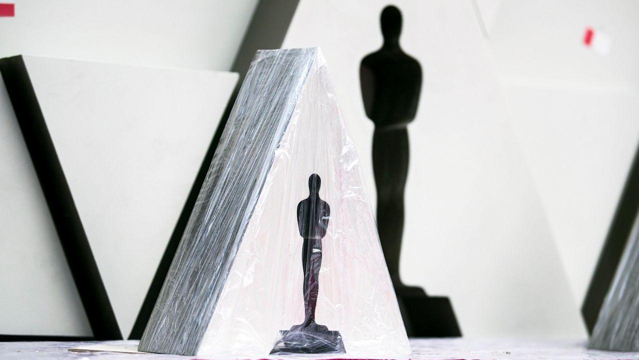 Silueta de un Óscar en la alfombra roja