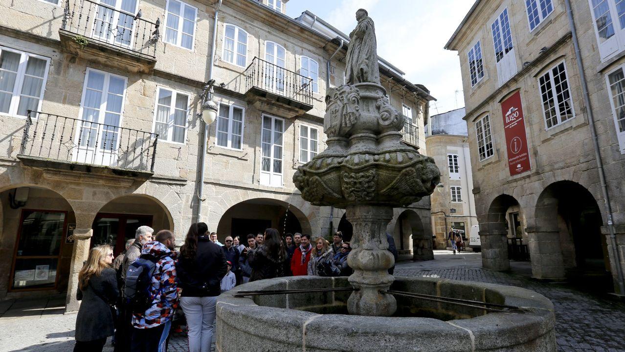 La celebración del Corpus Christi, adaptada al covid-19.Visitas guiadas en la Praza do Campo, en Lugo, antes del coronavirus