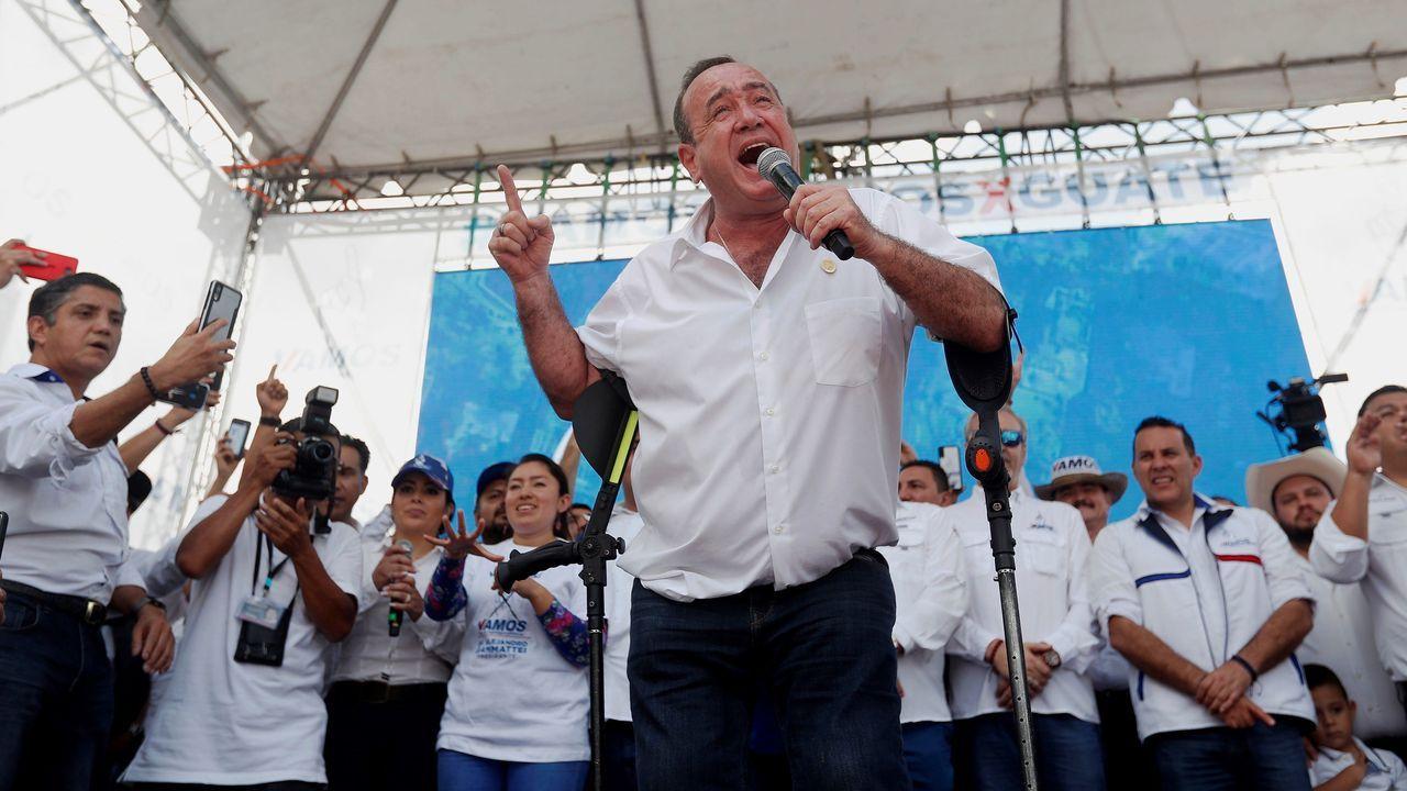 Alejandro Giammattei, candidato presidencial guatemalteco, mientras pronuncia un discurso, durante su acto de cierre de campaña, el pasado 4 de agosto