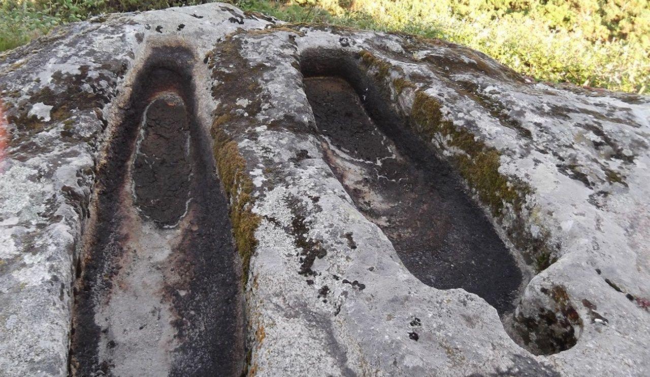 El colectivo Patrimonio dos Ancares documenta nuevos petroglifos en el Concello de Sarria