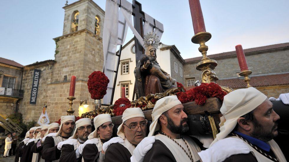 Procesión por la Ciudad Vieja de A Coruña