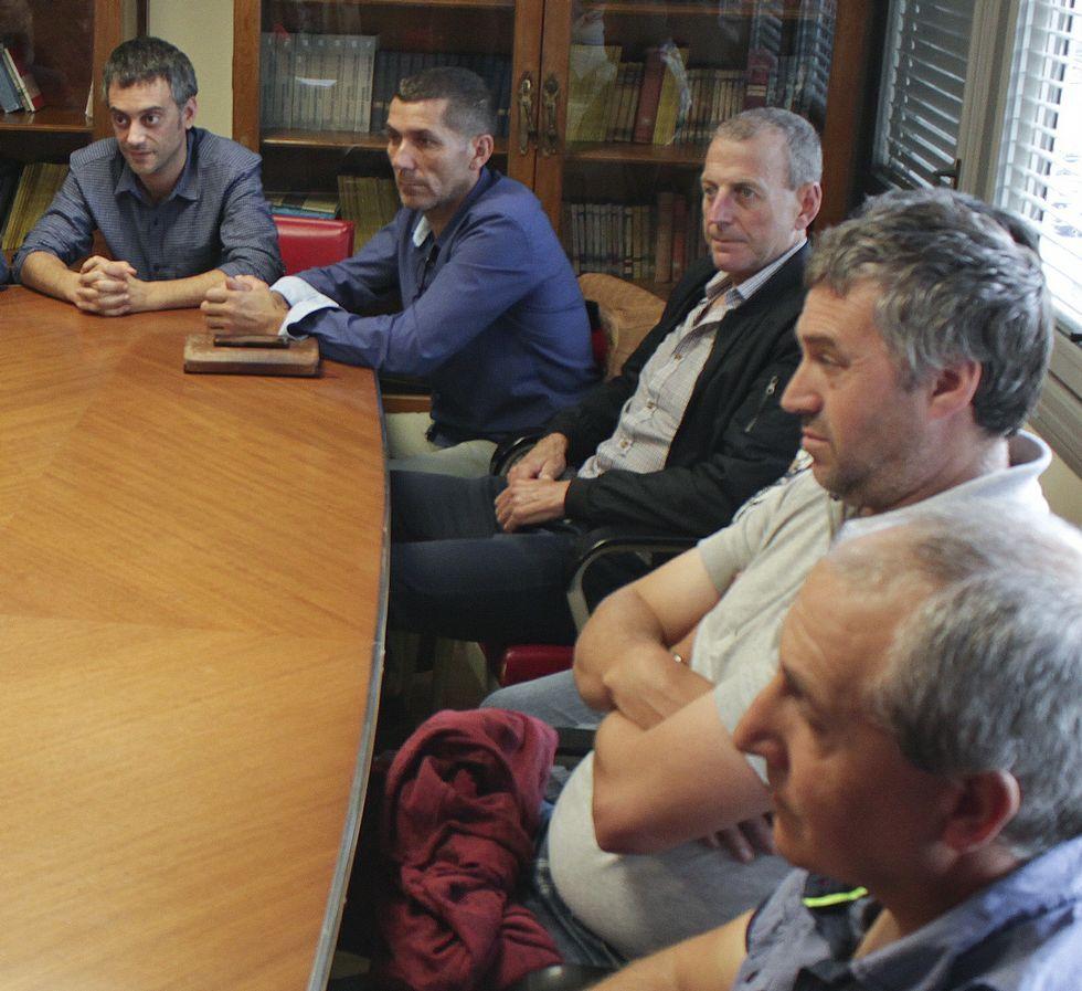 La Mesa da Ría do Burgo celebró ayer una nueva reunión.