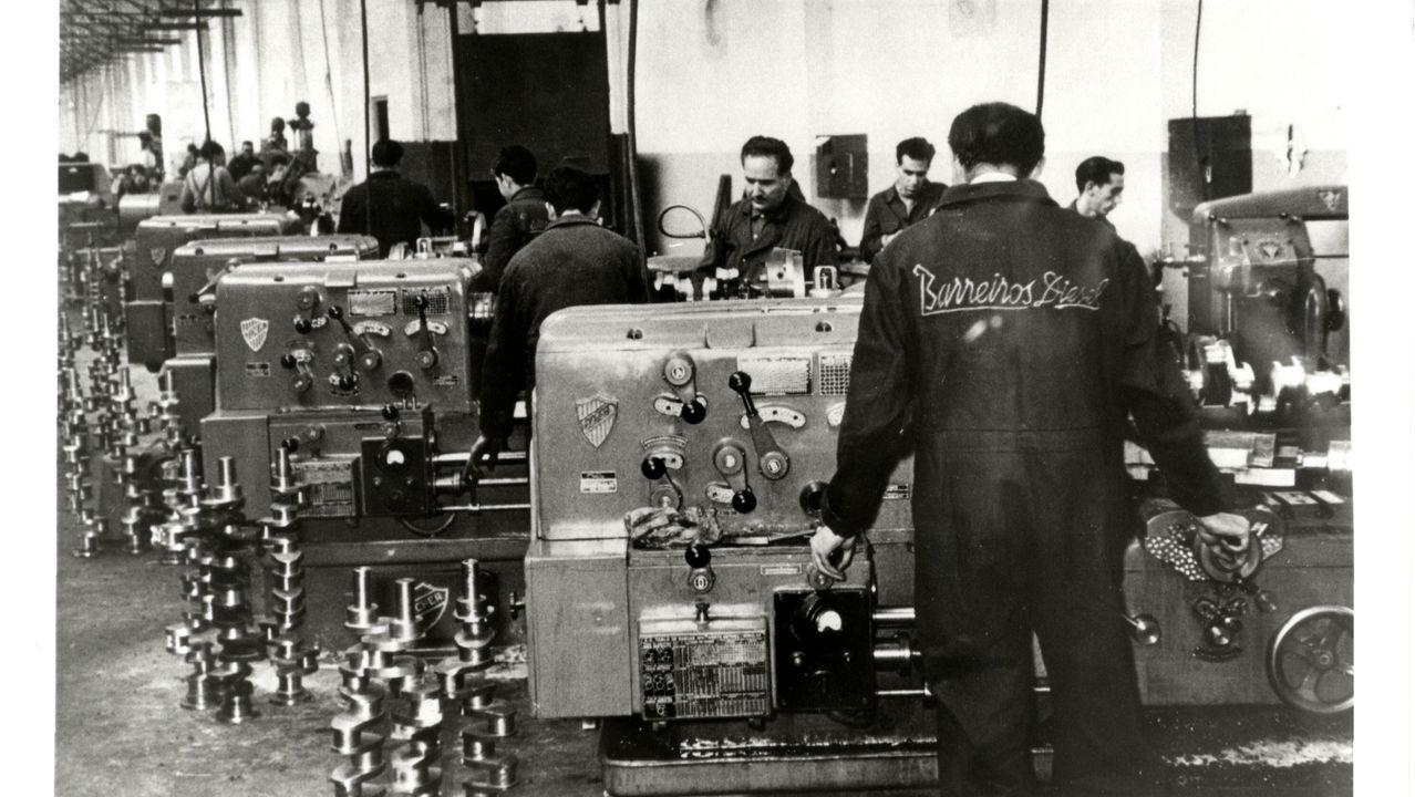 Línea de producción en la fábrica Barreiros Diesel, en Villaverde (Madrid)
