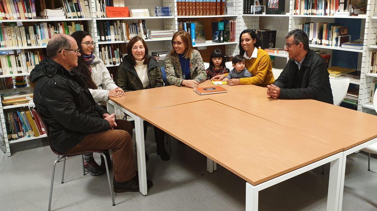 Arias y Fernández Guitián se reunieron con una familia de emigrantes retornados y una inmigrante